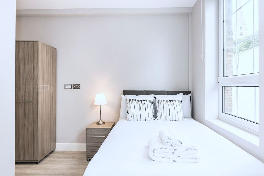 image 2 furnished 1 bedroom Apartment for rent in Spitalfields, Tower Hamlets