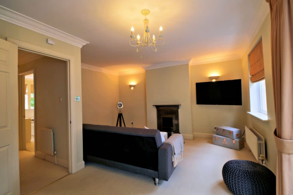 image 2 furnished 4 bedroom Apartment for rent in Oxford, Oxfordshire