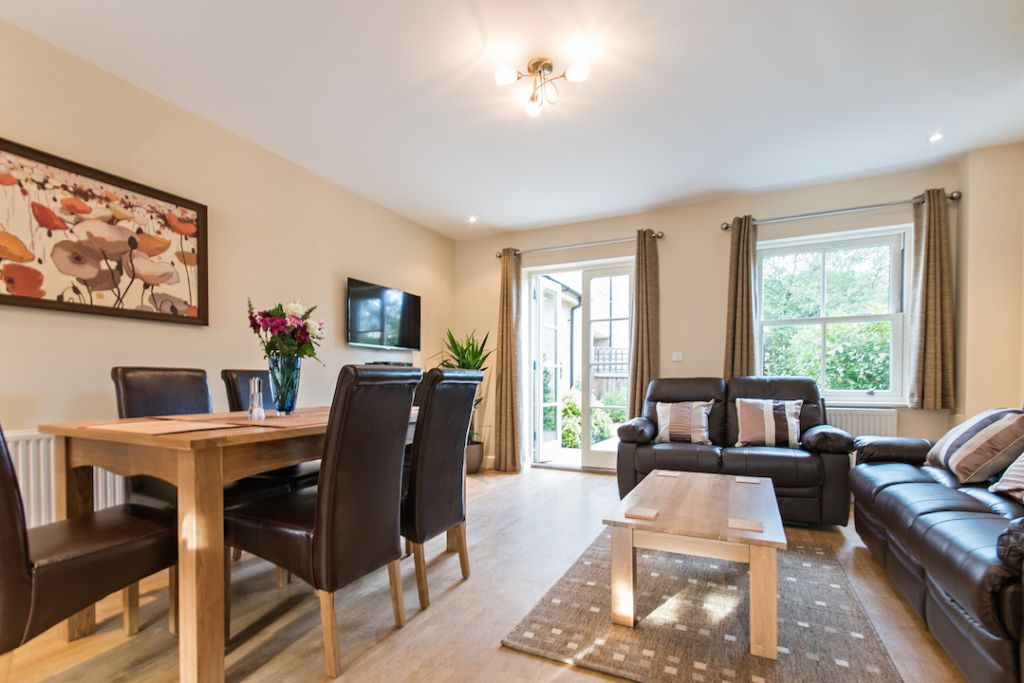 image 1 furnished 3 bedroom Apartment for rent in South Wimbledon, Merton