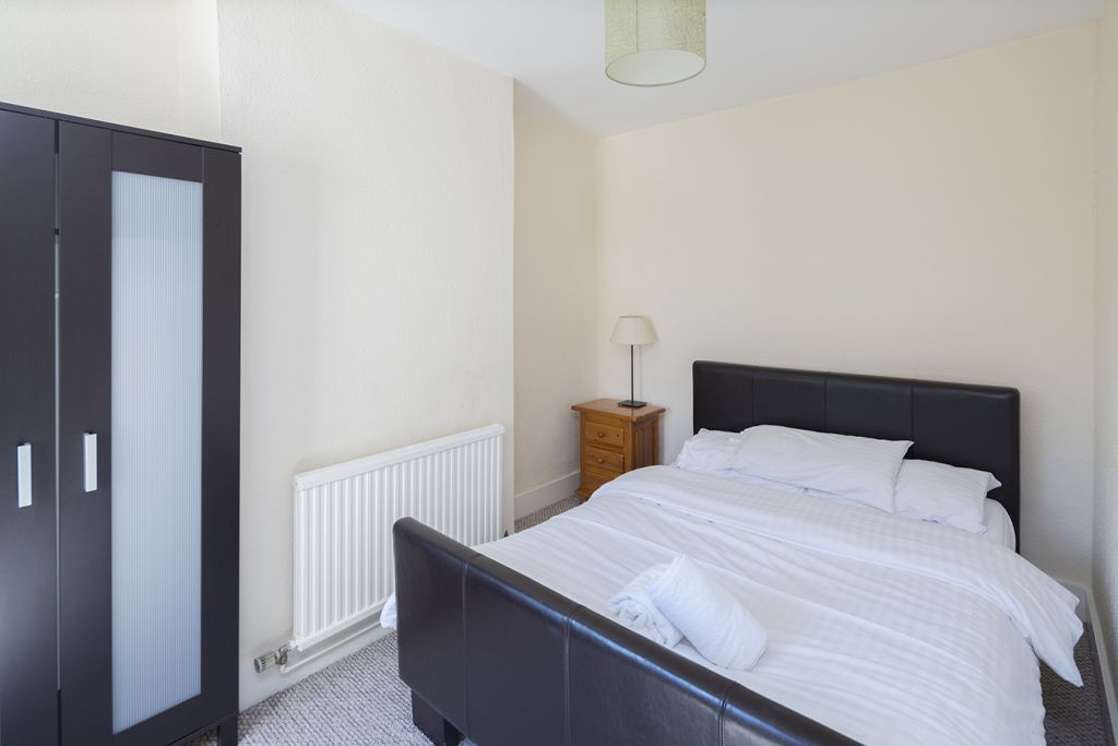 image 8 furnished 3 bedroom Apartment for rent in Medway, Kent