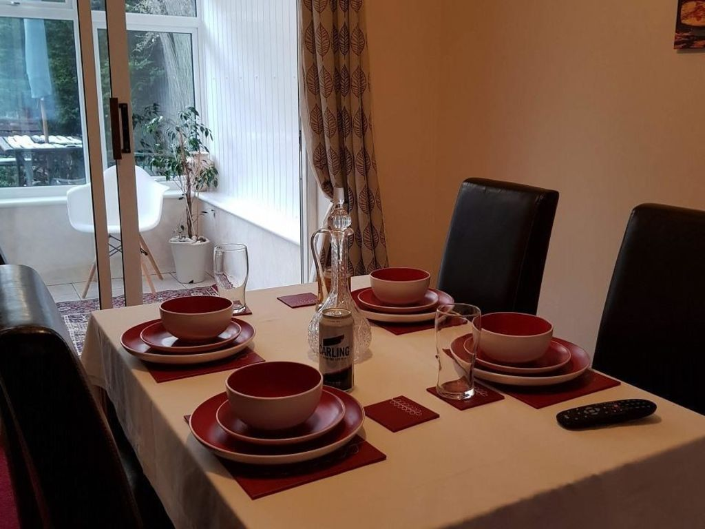 image 2 furnished 4 bedroom Apartment for rent in Luton, Bedfordshire