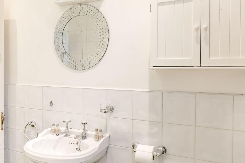 image 9 furnished 1 bedroom Apartment for rent in Stoke Newington, Hackney