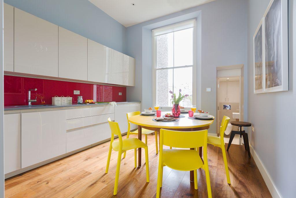 image 9 furnished 3 bedroom Apartment for rent in Kensington, Kensington Chelsea