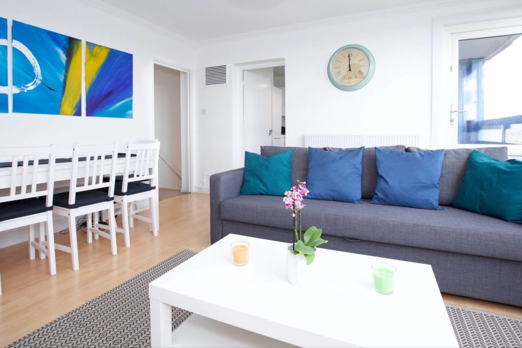 image 2 furnished 3 bedroom Apartment for rent in Newington, Southwark