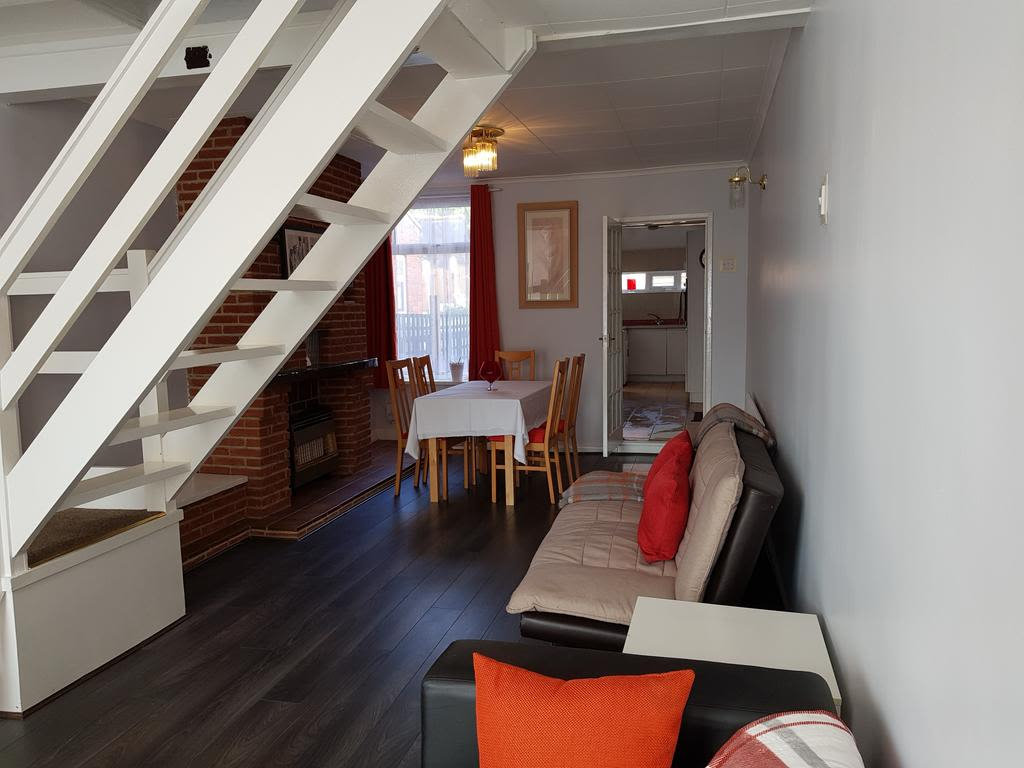 image 1 furnished 2 bedroom Apartment for rent in Gedling, Nottinghamshire