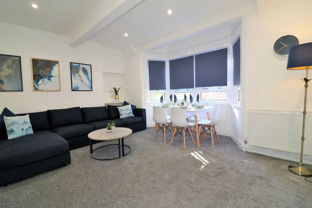 image 2 furnished 2 bedroom Apartment for rent in Renfrewshire, Scotland