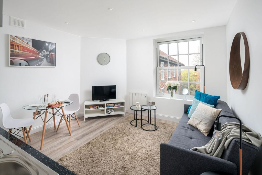 image 1 furnished 2 bedroom Apartment for rent in Wandsworth, Wandsworth