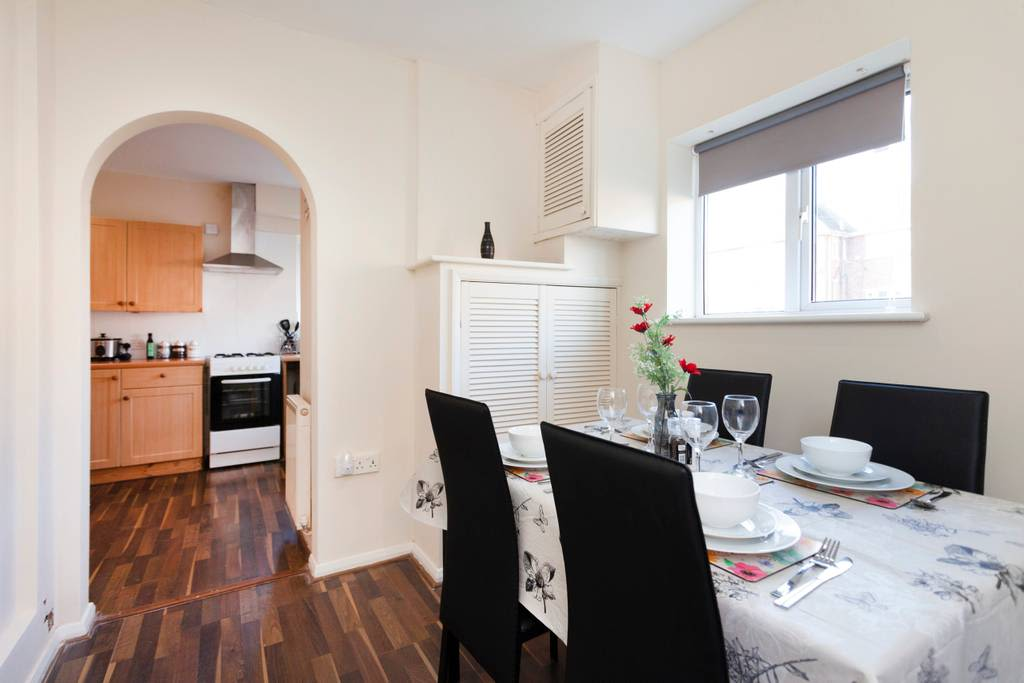 image 3 furnished 3 bedroom Apartment for rent in Charnwood, Leicestershire
