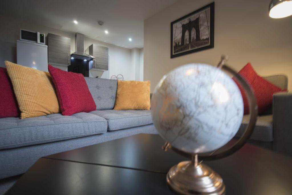 image 1 furnished 2 bedroom Apartment for rent in Longford, Hillingdon