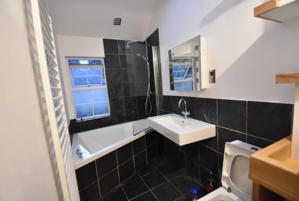 image 3 furnished 5 bedroom Apartment for rent in Warwick, Warwickshire
