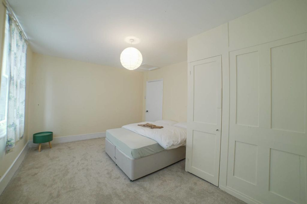 image 9 furnished 4 bedroom Apartment for rent in Greenwich, Greenwich