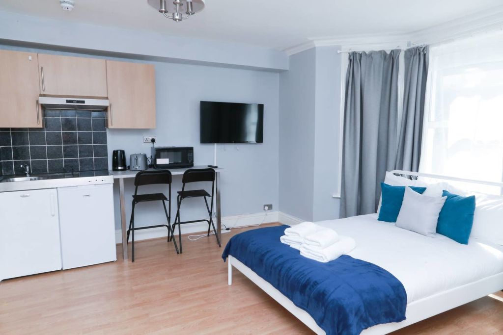 image 7 furnished 1 bedroom Apartment for rent in Ealing, Ealing