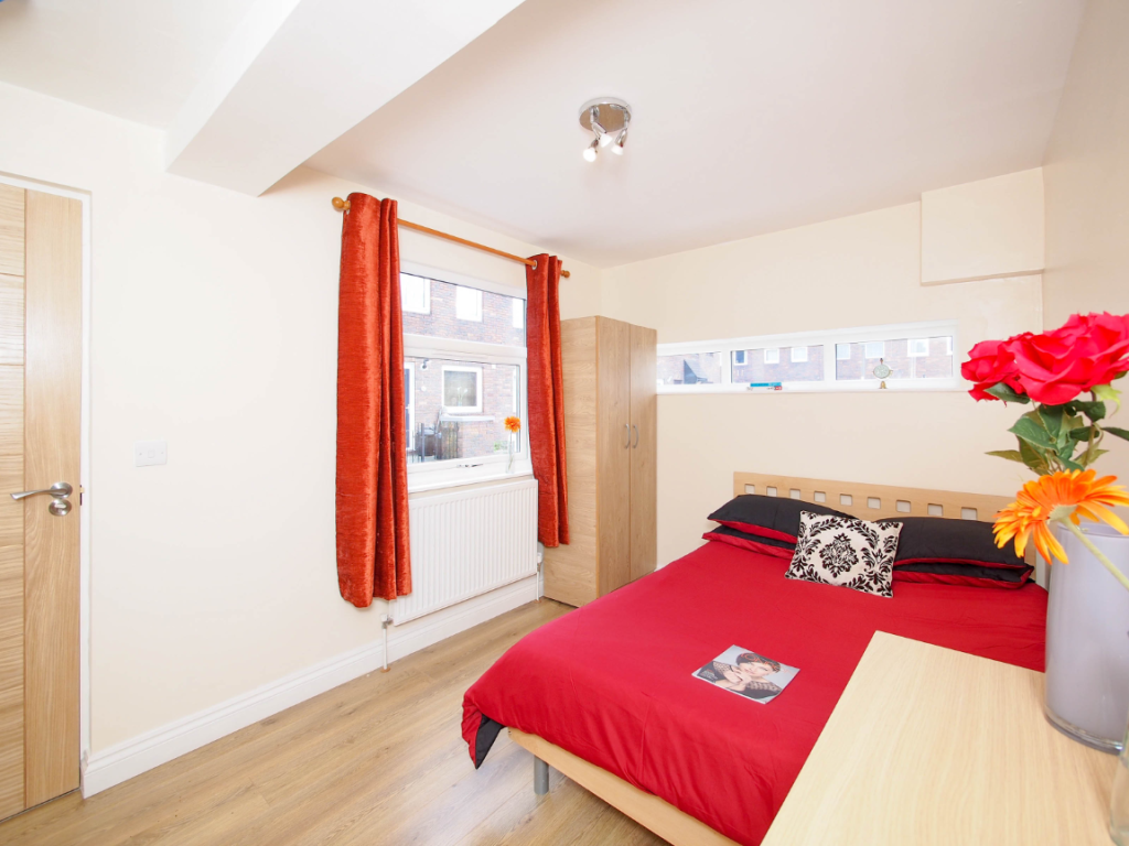 image 2 furnished 1 bedroom Apartment for rent in Poplar, Tower Hamlets