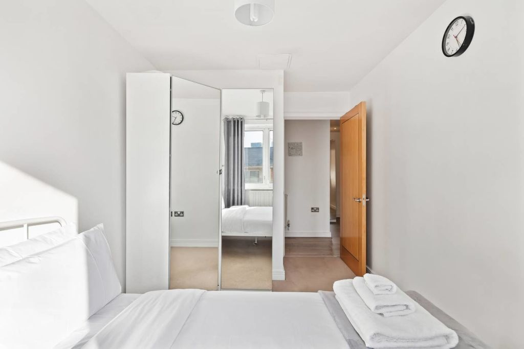 image 9 furnished 2 bedroom Apartment for rent in Cubitt Town, Tower Hamlets
