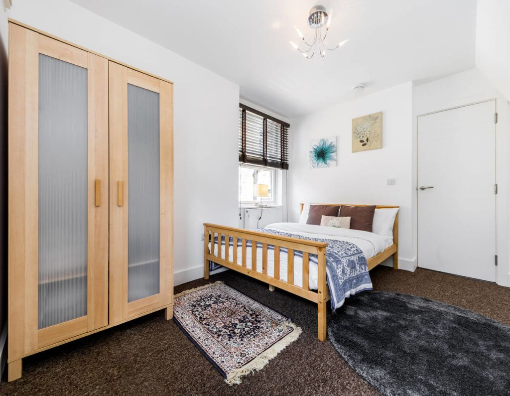 image 6 furnished 2 bedroom Apartment for rent in Stockwell, Lambeth