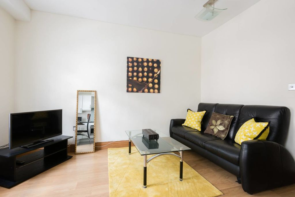 image 1 furnished 1 bedroom Apartment for rent in Cheap, City of London