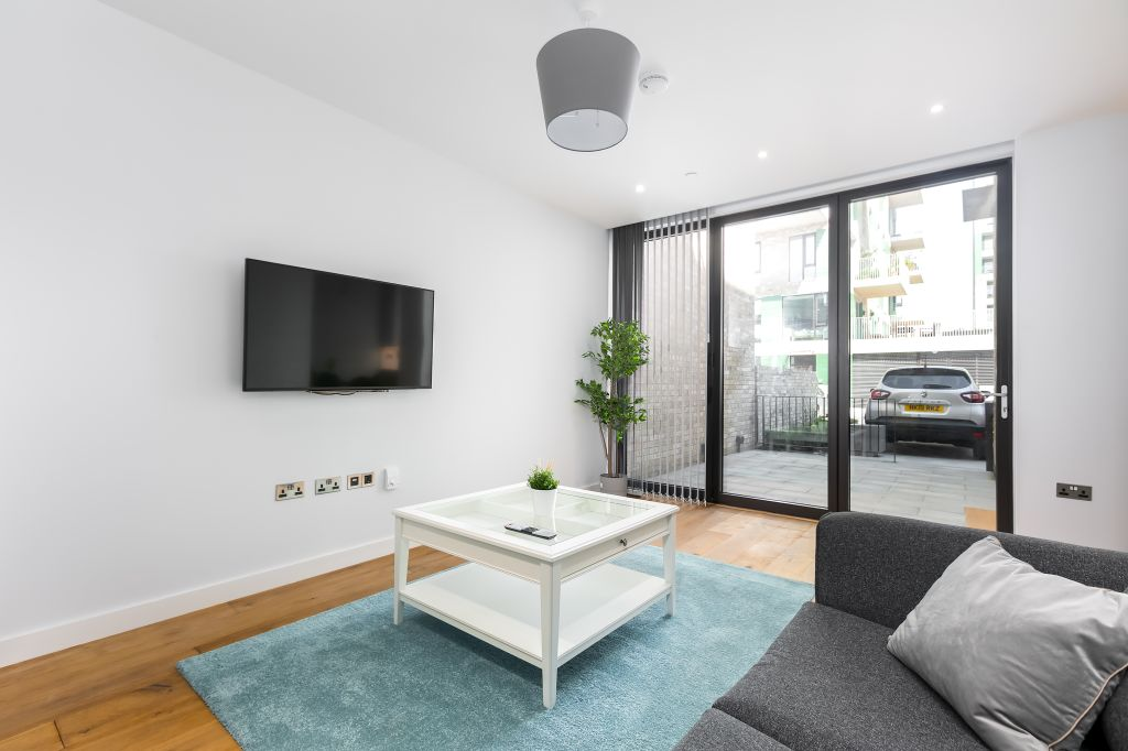 image 10 furnished 3 bedroom Apartment for rent in Greenwich, Greenwich