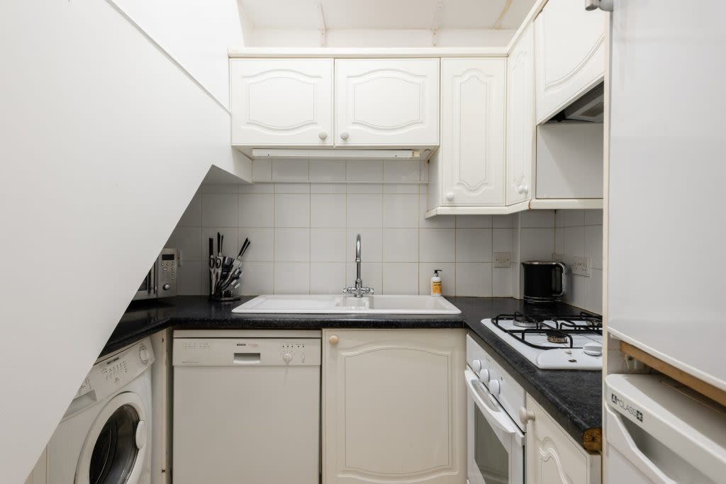 image 5 furnished 5 bedroom Apartment for rent in Earls Court, Kensington Chelsea