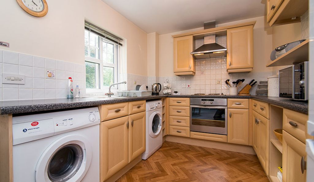image 1 furnished 2 bedroom Apartment for rent in Stockport, Greater Manchester
