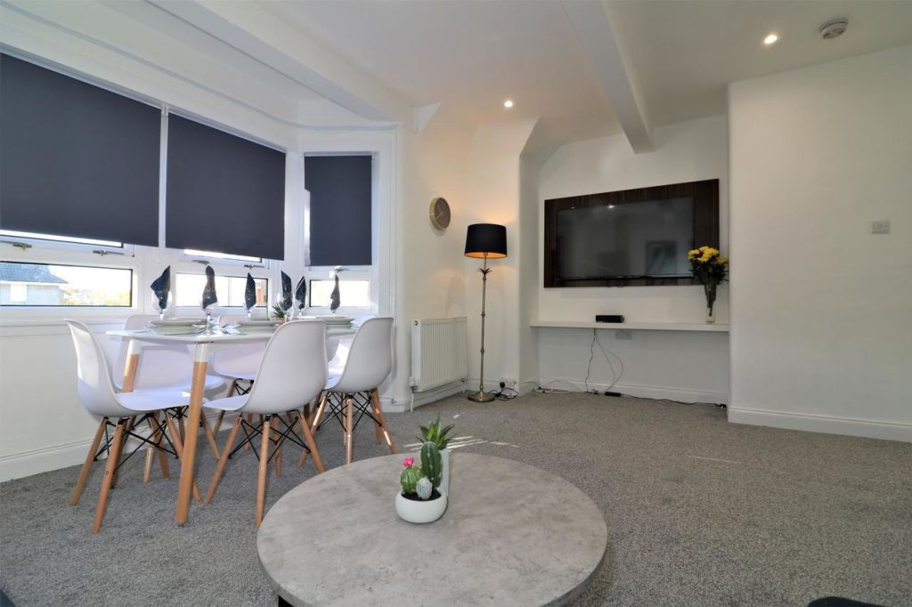 image 3 furnished 2 bedroom Apartment for rent in Renfrewshire, Scotland