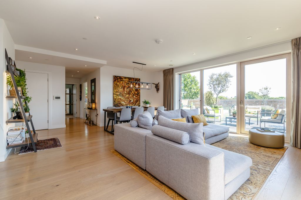 image 3 furnished 2 bedroom Apartment for rent in Walworth, Southwark
