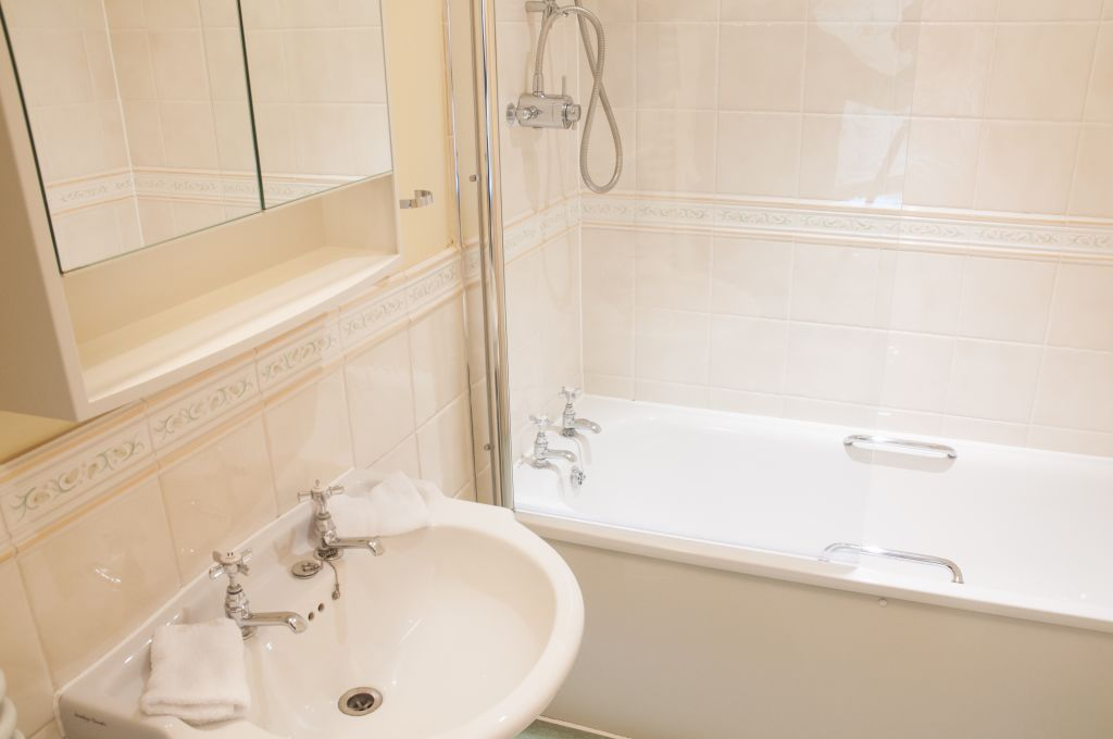 image 3 furnished 3 bedroom Apartment for rent in Windsor and Maidenhead, Berkshire