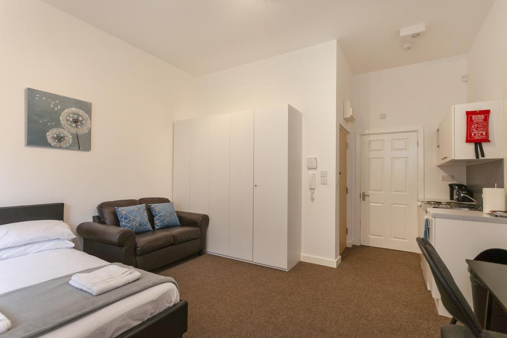image 2 furnished 1 bedroom Apartment for rent in Sefton, Merseyside