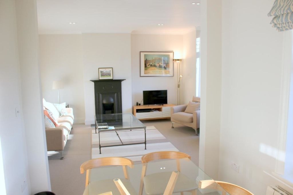 image 2 furnished 4 bedroom Apartment for rent in South Cambridgeshire, Cambridgeshire