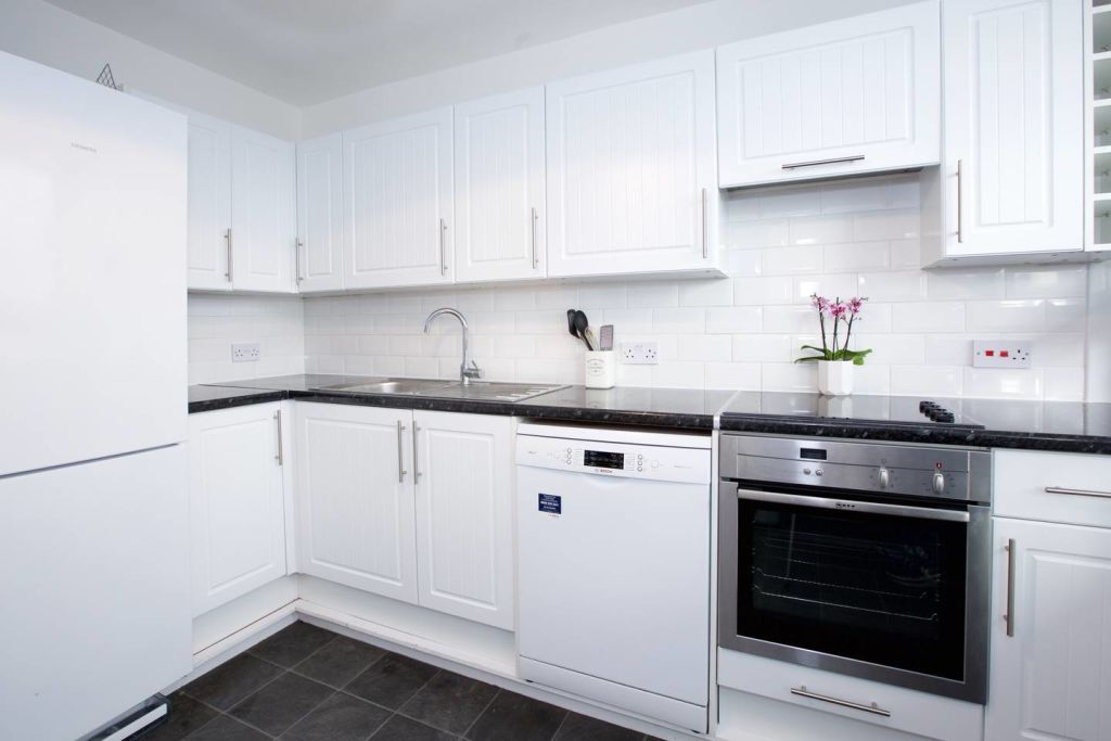 image 6 furnished 3 bedroom Apartment for rent in Newington, Southwark