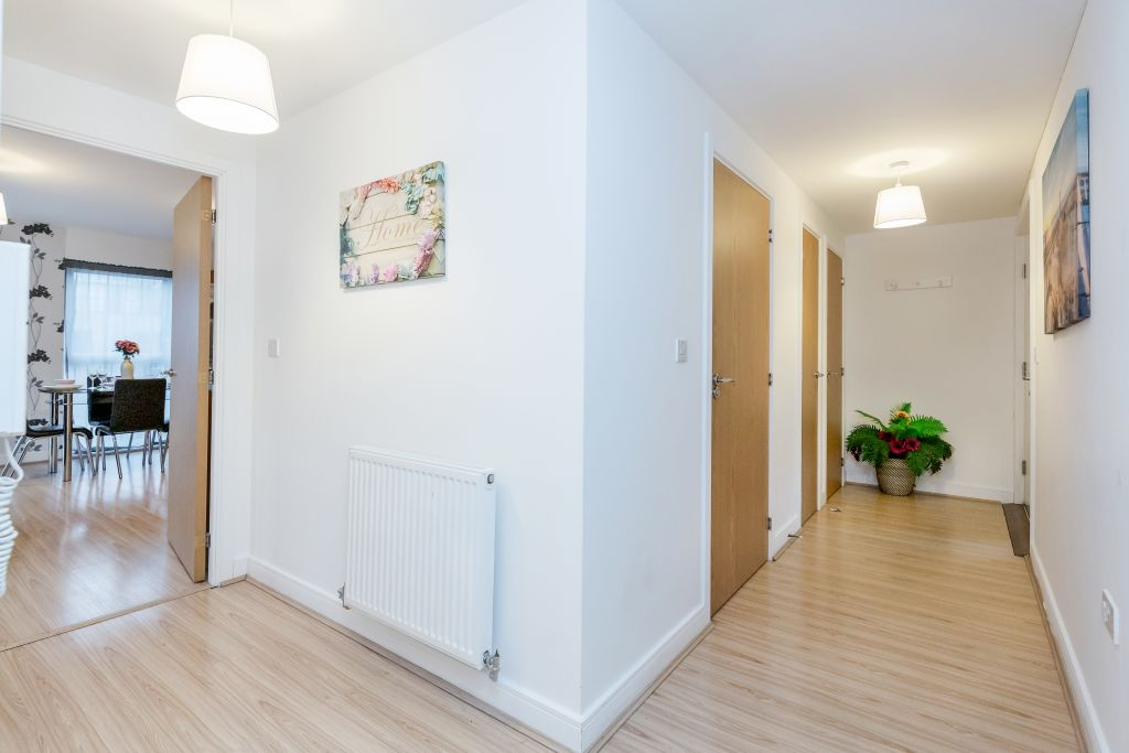 image 5 furnished 2 bedroom Apartment for rent in Romford, Havering