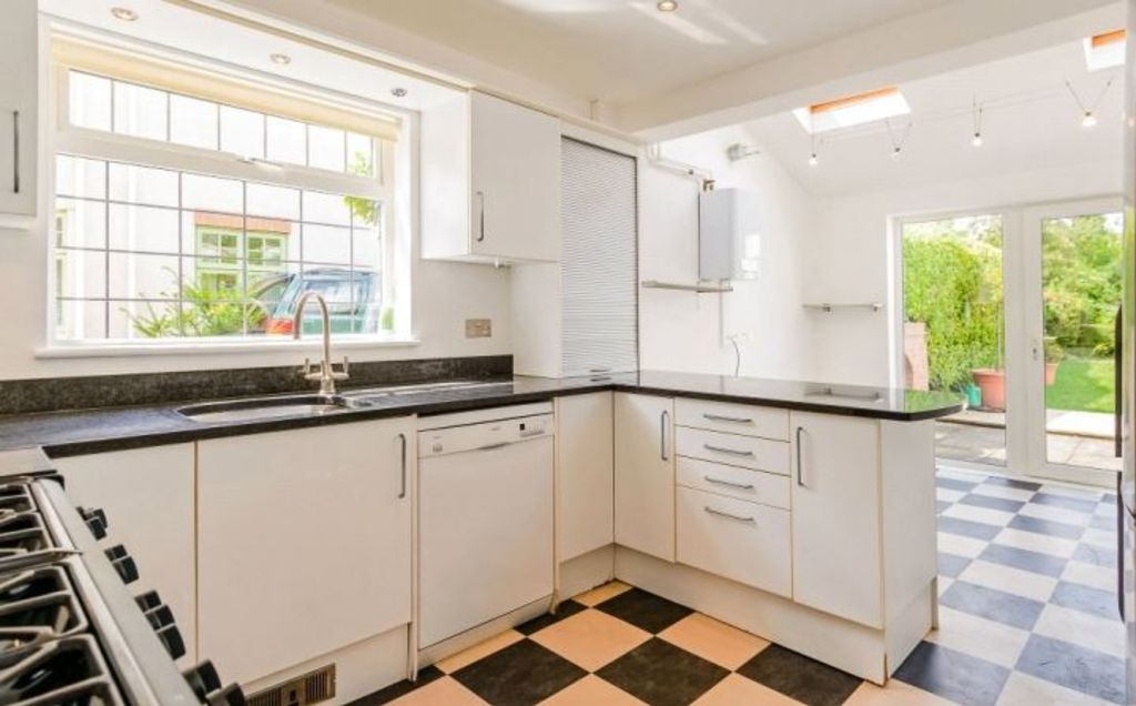 image 4 furnished 5 bedroom Apartment for rent in Cambridge, Cambridgeshire