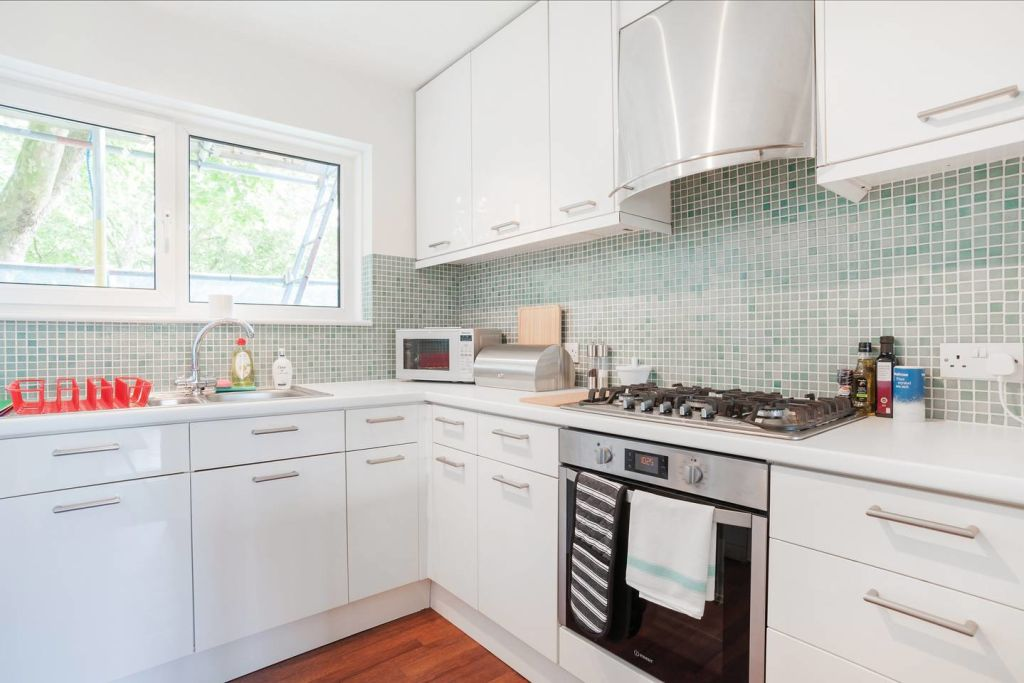 image 8 furnished 2 bedroom Apartment for rent in Stockwell, Lambeth