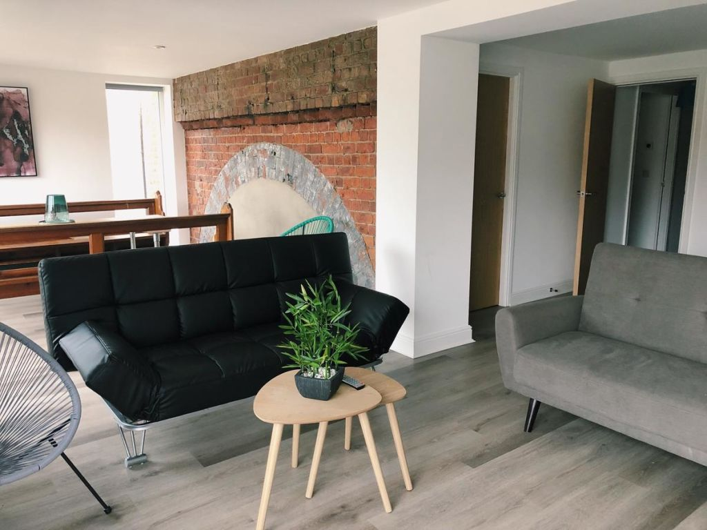 image 7 furnished 4 bedroom Apartment for rent in Kingston upon Hull, East Riding
