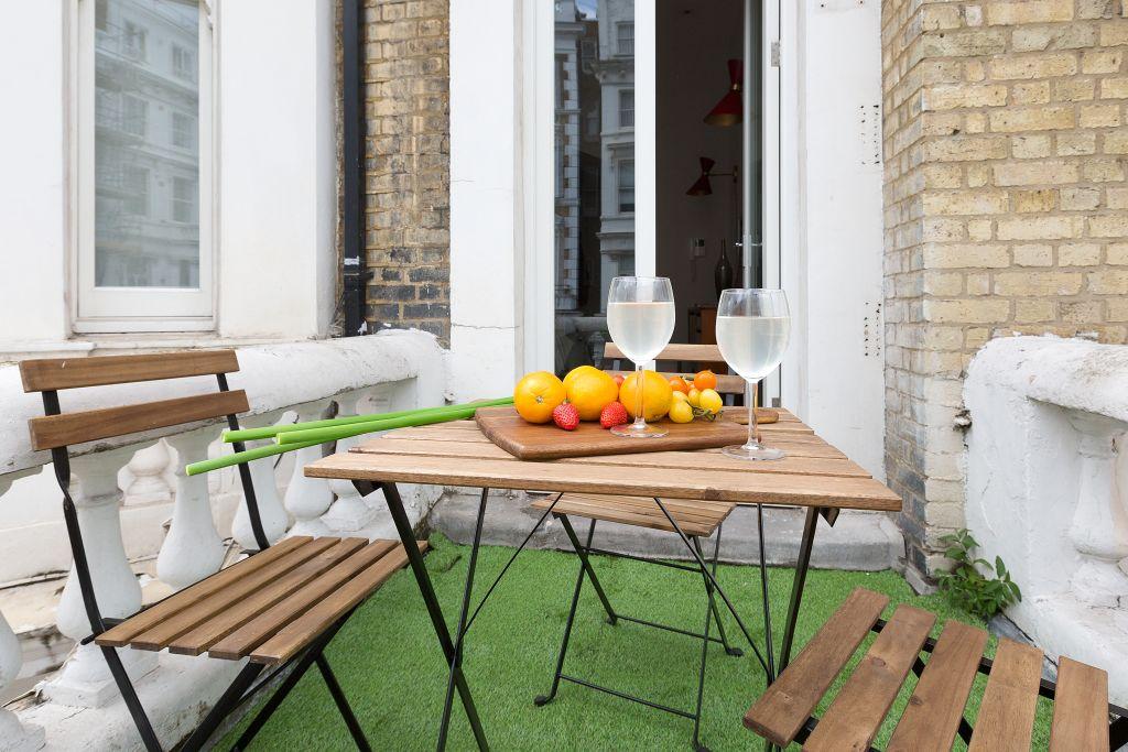 image 8 furnished 3 bedroom Apartment for rent in Kensington, Kensington Chelsea