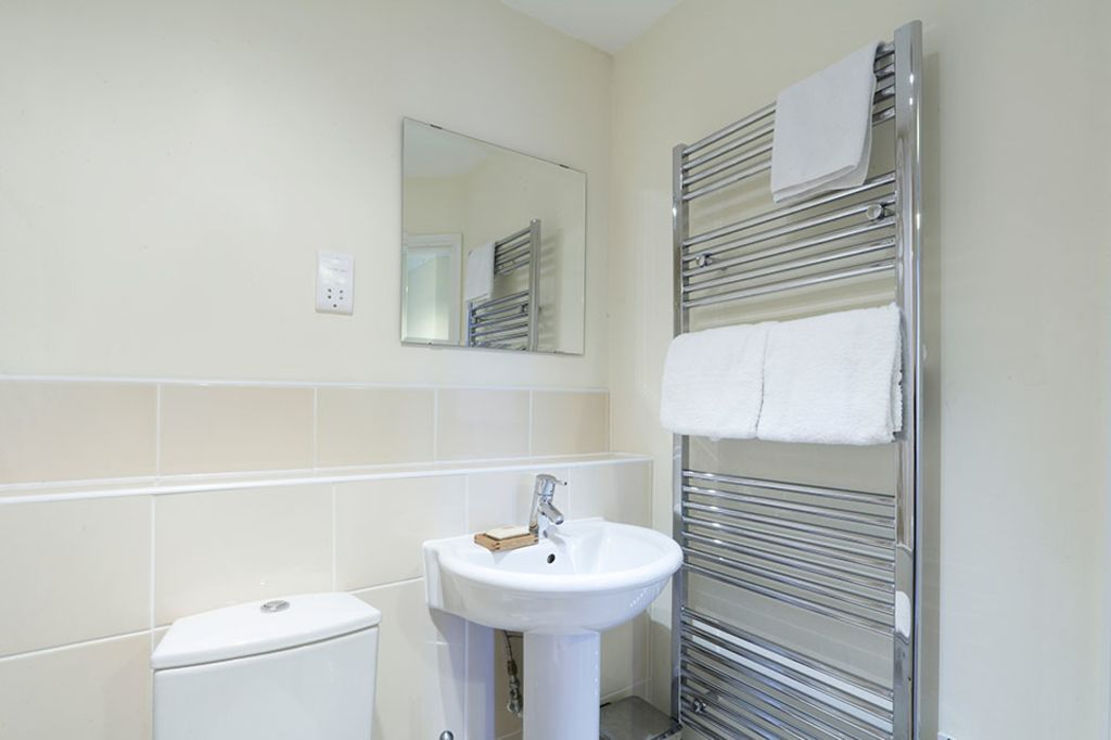 image 8 furnished 2 bedroom Apartment for rent in Dacorum, Hertfordshire