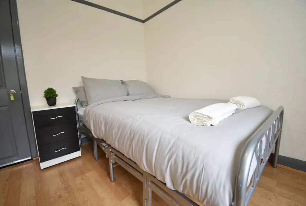image 4 furnished 4 bedroom Apartment for rent in Foleshill, Coventry