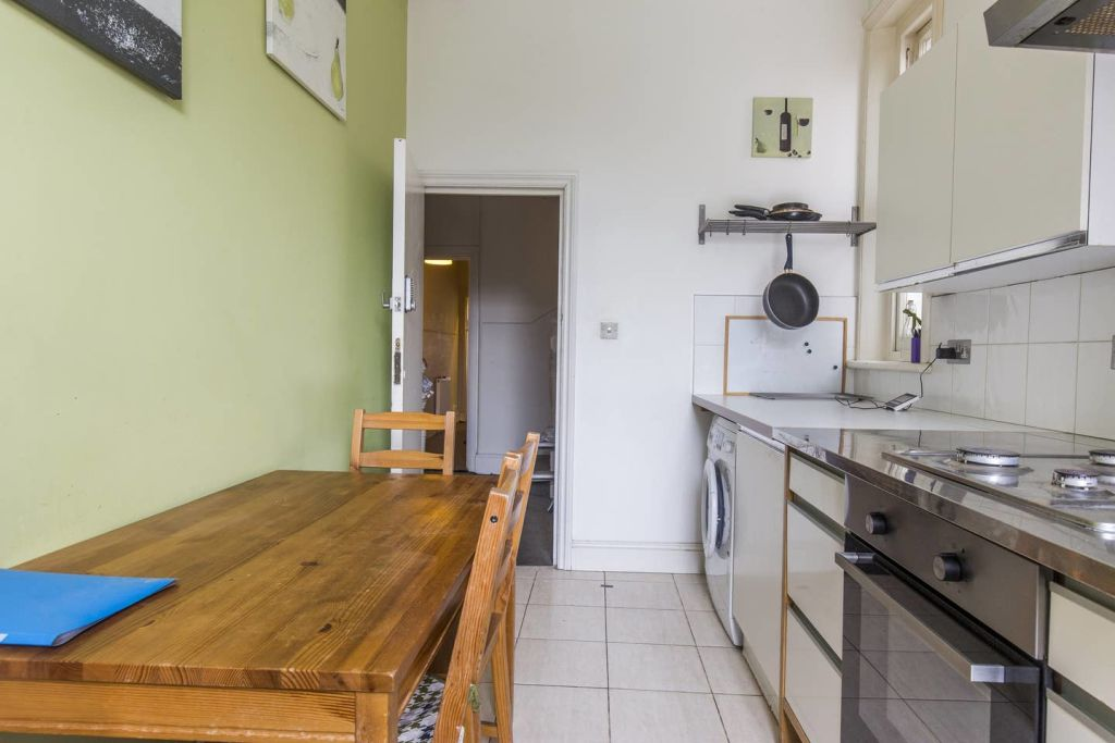 image 4 furnished 3 bedroom Apartment for rent in West Hampstead, Camden