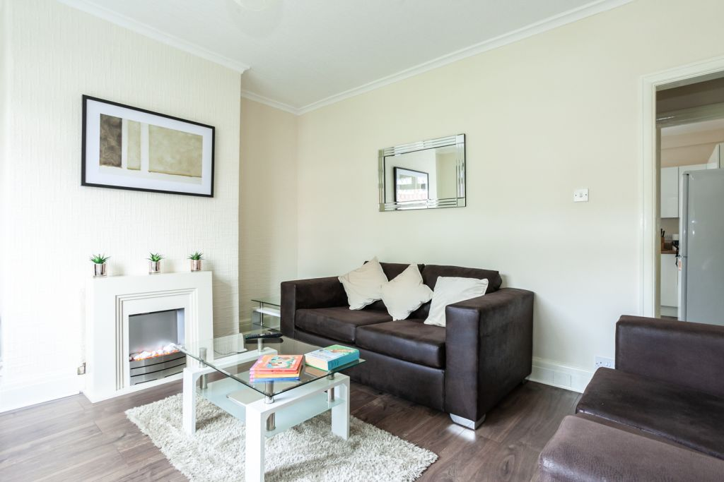image 3 furnished 2 bedroom Apartment for rent in Tameside, Greater Manchester