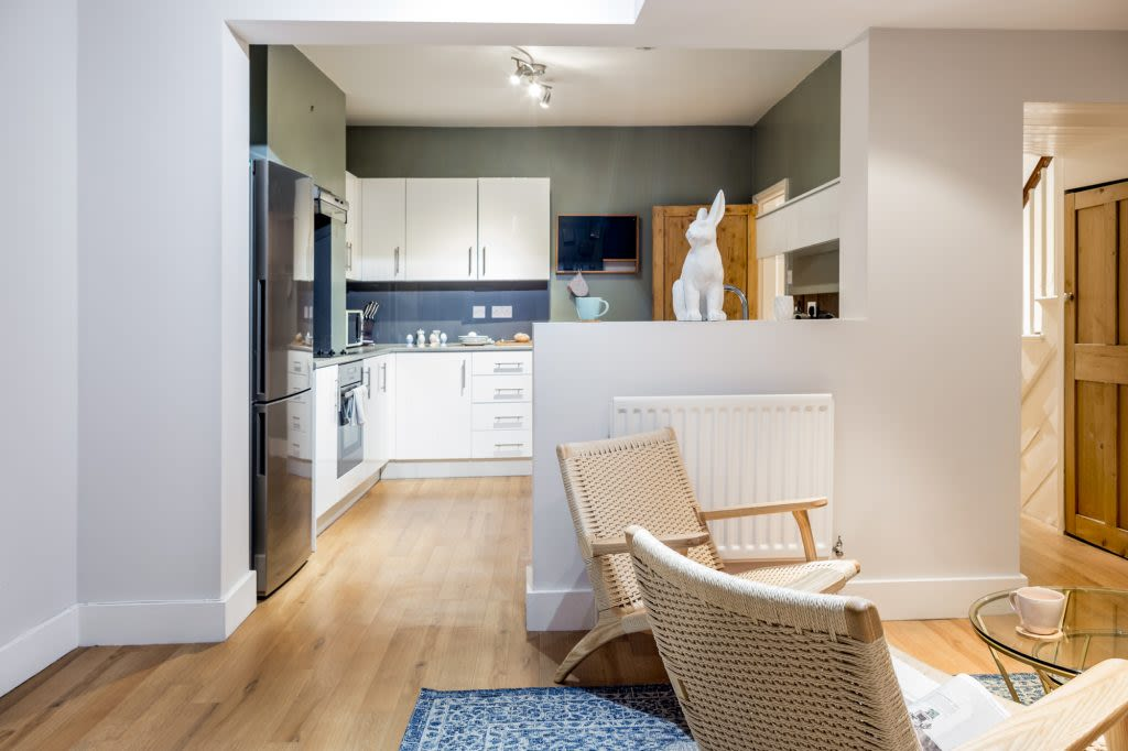 image 3 furnished 3 bedroom Apartment for rent in Cambridge, Cambridgeshire