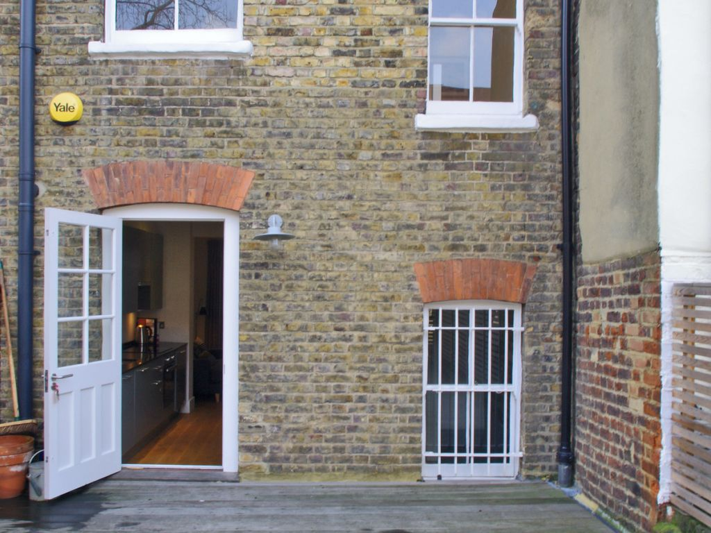 image 7 furnished 2 bedroom Apartment for rent in Clerkenwell, Islington