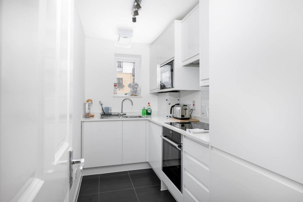 image 8 furnished 2 bedroom Apartment for rent in Silvertown, Newham