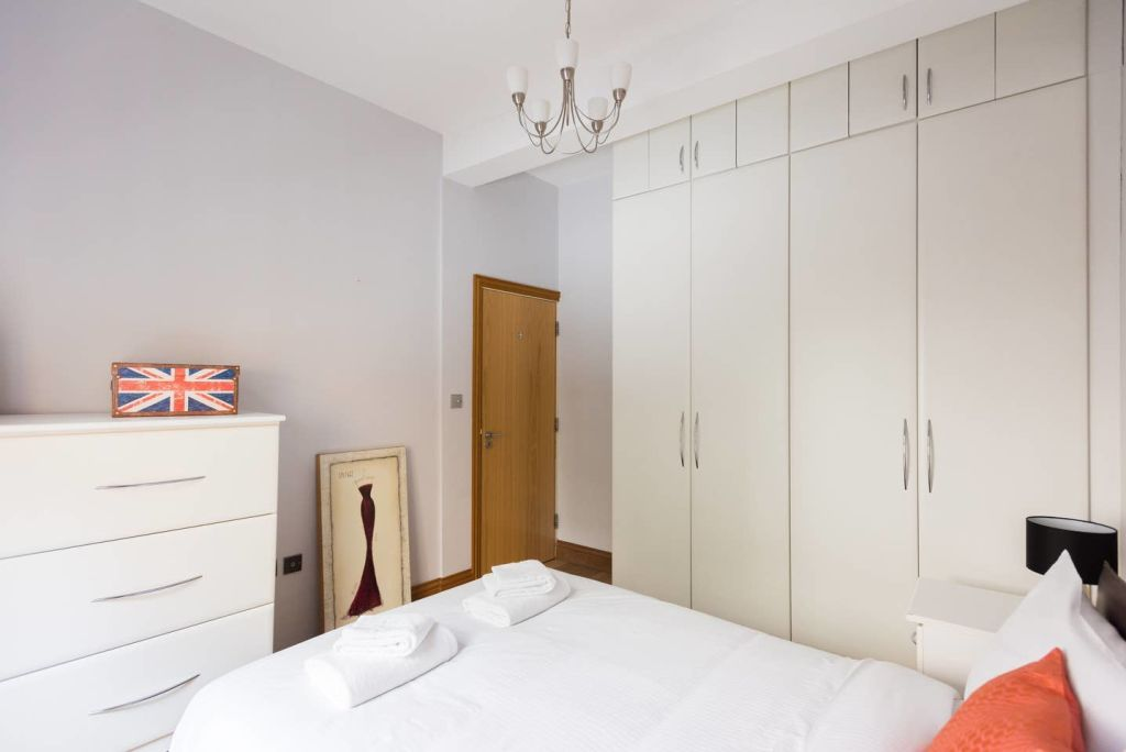image 10 furnished 1 bedroom Apartment for rent in Cheap, City of London