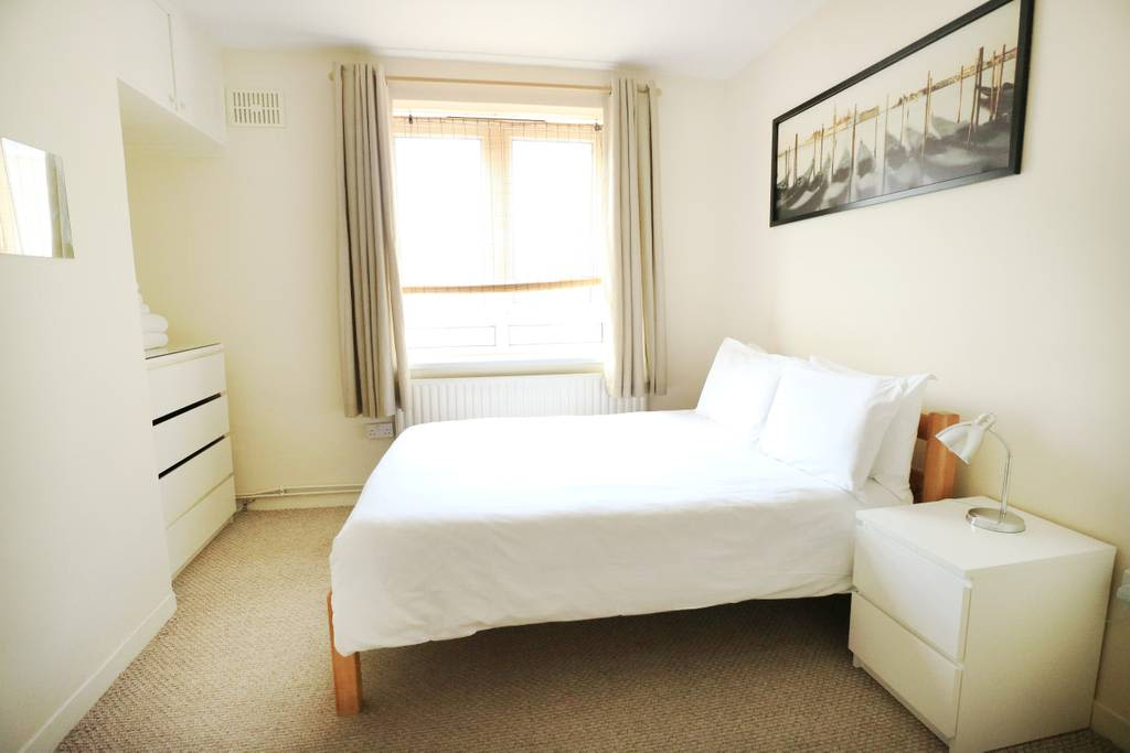 image 1 furnished 3 bedroom Apartment for rent in Spitalfields, Tower Hamlets