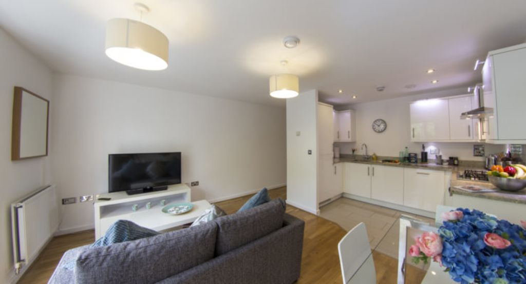 image 1 furnished 2 bedroom Apartment for rent in Hertsmere, Hertfordshire