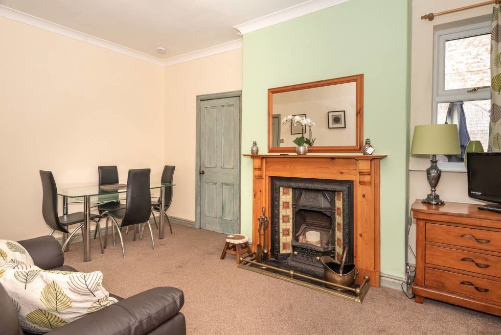 image 1 furnished 3 bedroom Apartment for rent in City of York, North Yorkshire NE