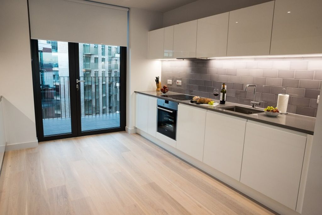 image 5 furnished 3 bedroom Apartment for rent in Silvertown, Newham
