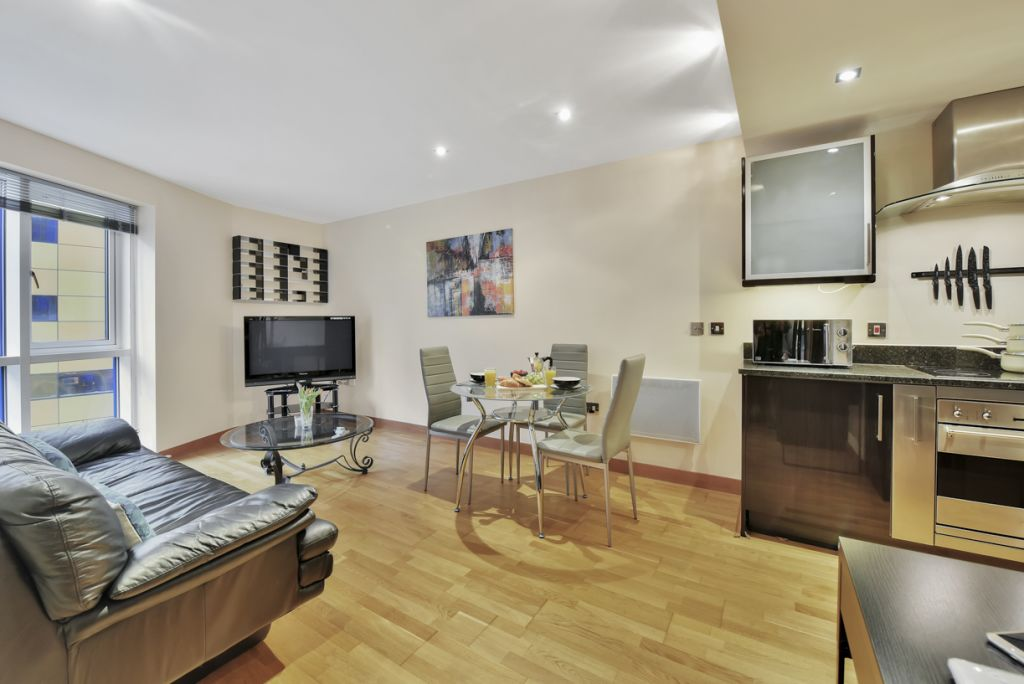 image 2 furnished 2 bedroom Apartment for rent in Limehouse, Tower Hamlets
