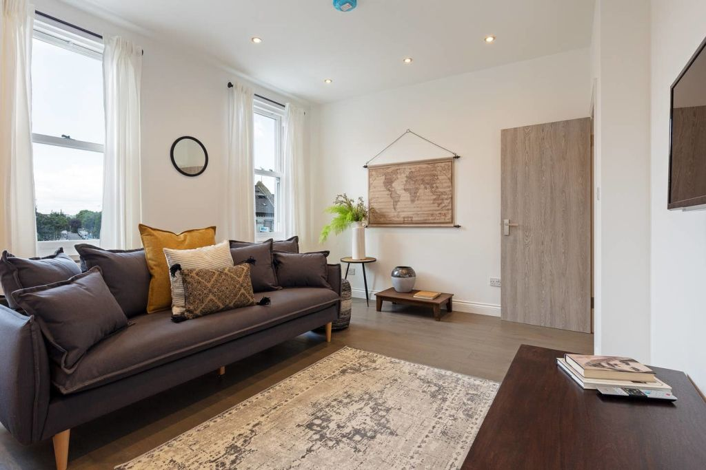 image 2 furnished 4 bedroom Apartment for rent in Fairfield, Croydon