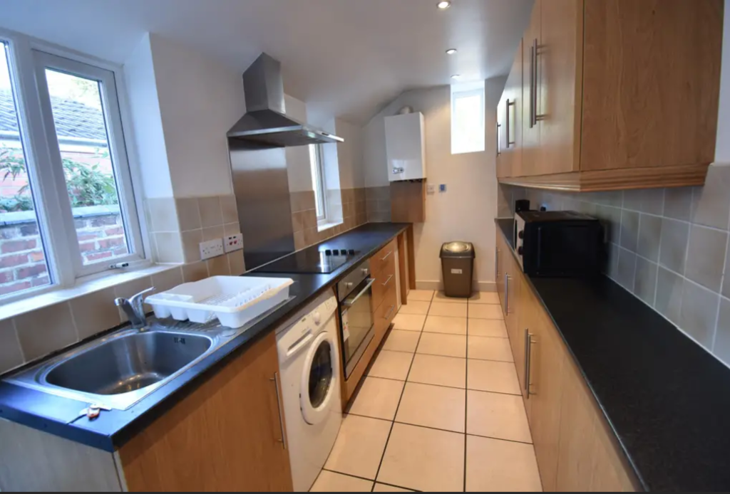 image 4 furnished 4 bedroom Apartment for rent in Earlsdon, Coventry