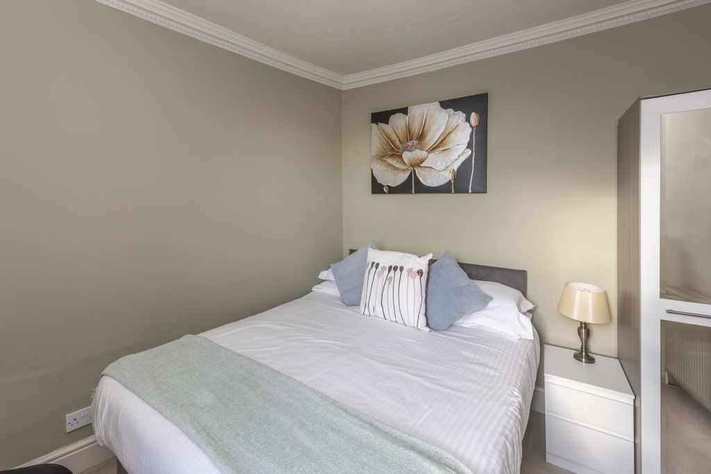 image 6 furnished 2 bedroom Apartment for rent in South Wimbledon, Merton